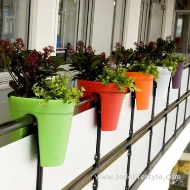 Balcony de Michael Hilgers, macetas suspendidas