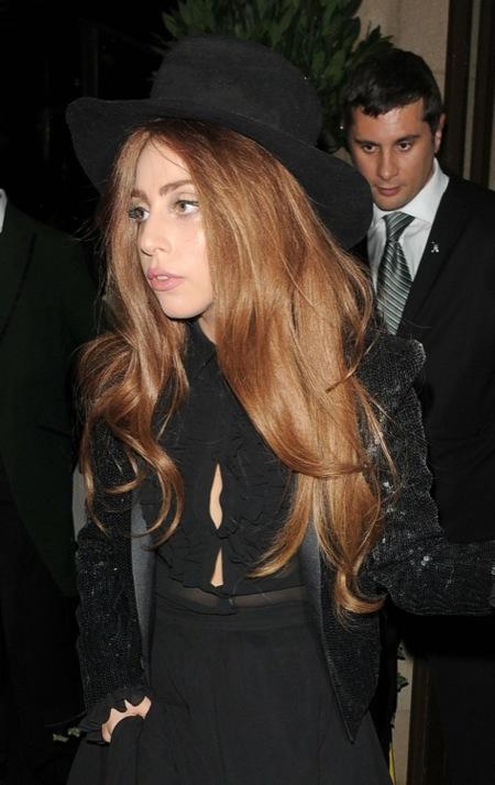 Lady Gaga estrena la colección de Hedi Slimane para Saint Laurent
