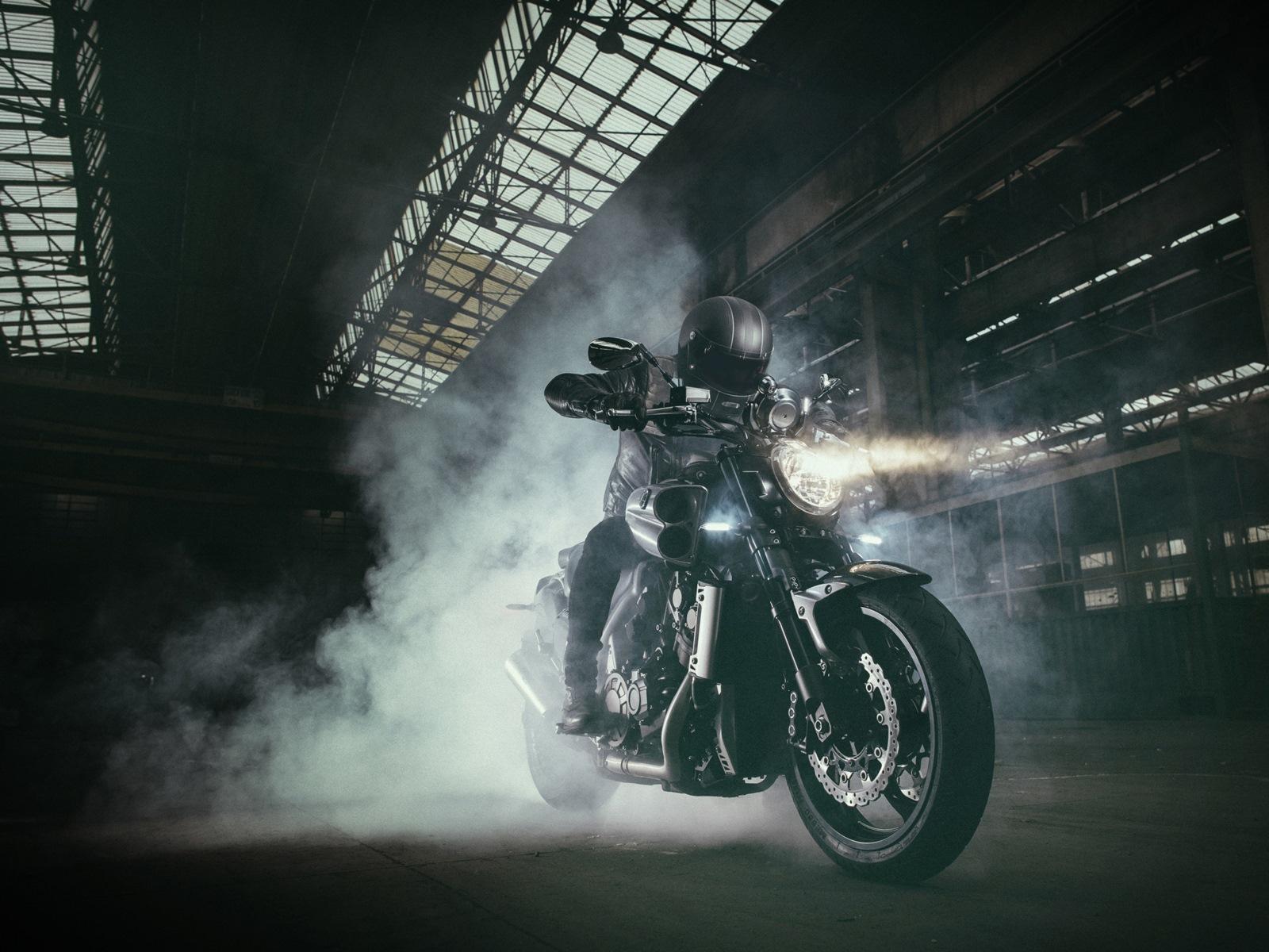 Foto de Yamaha VMAX Carbon (1/24)