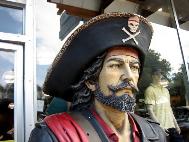 Españoles piratas
