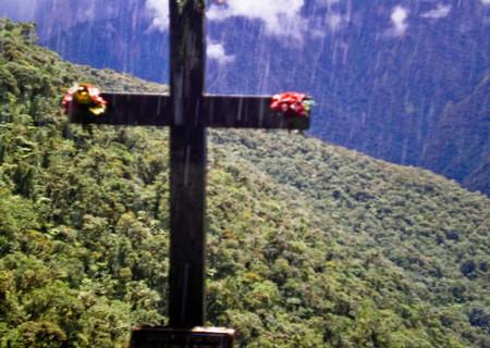 La ruta en coche más peligrosa del mundo está en Bolivia y no es para todos los públicos