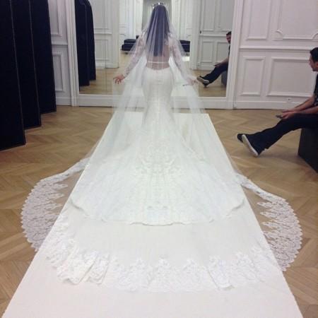 Kim Kardashian vestido givenchy