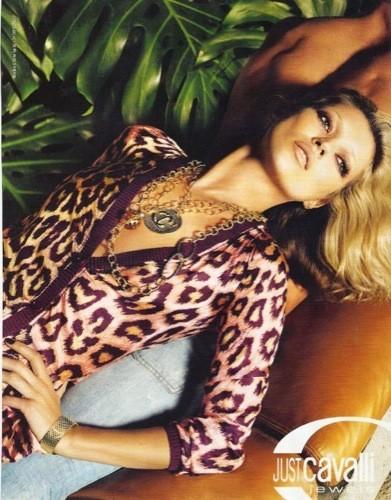 Kate Moss sigue con Just Cavalli en la primavera-verano 2009