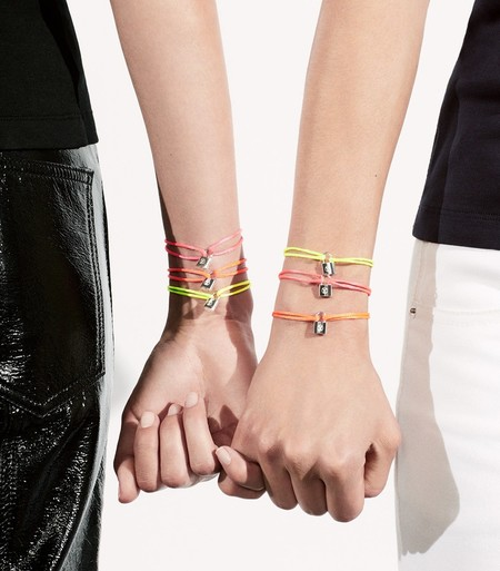 Louis Vuitton renueva su compromiso con los niños con las pulseras solidarias de UNICEF