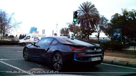 ¿Qué hacen un BMW i8 y un clásico M1 por Sevilla?