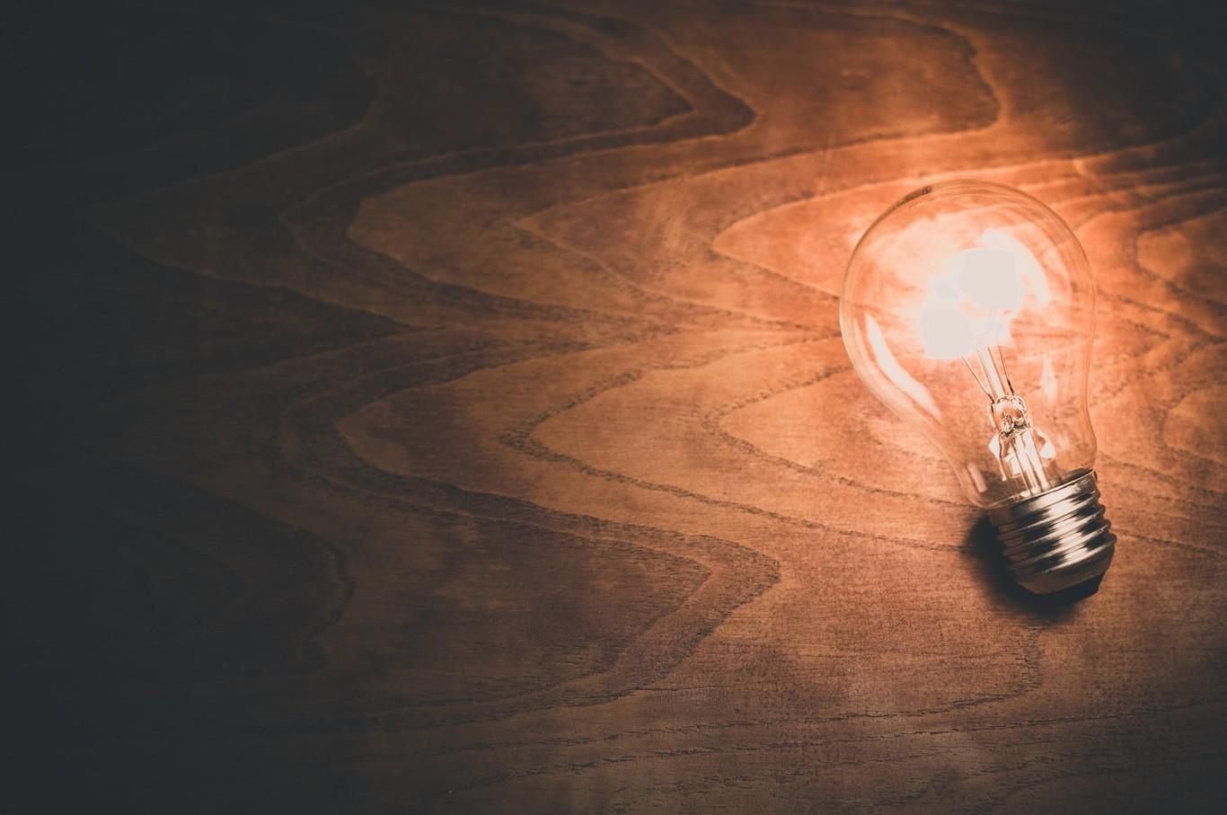 Adiós a las bombillas halógenas: un cambio que espera ahorrar la energía equivalente al consumo anual de 11 millones de hogares