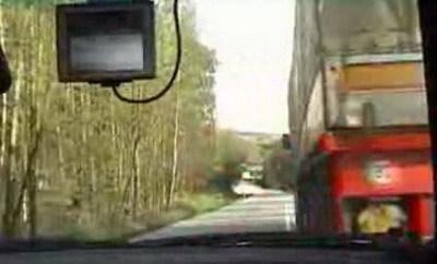 Locuras por la autopista y carreteras secundarias: a 177 km/h de media con tráfico denso