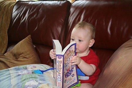 No, el bebé no puede leer a los nueve meses