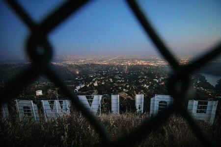 La carrera por la vacuna llega a Hollywood en forma de soborno: así buscan las estrellas saltarse la cola