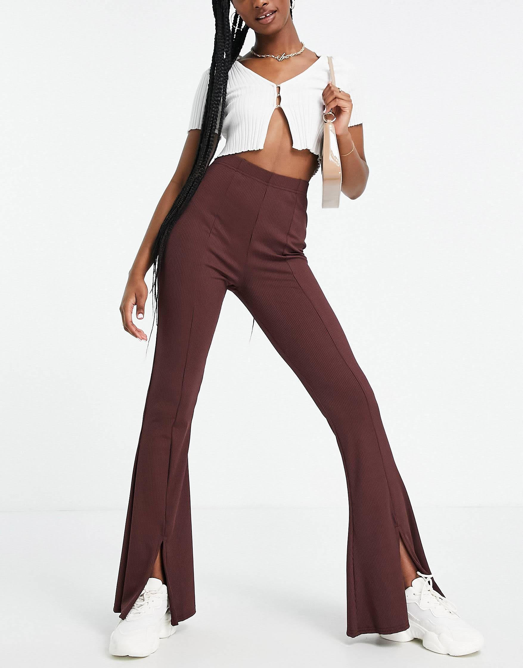Pantalones marrón chocolate con aberturas frontales de canalé de Miss Selfridge