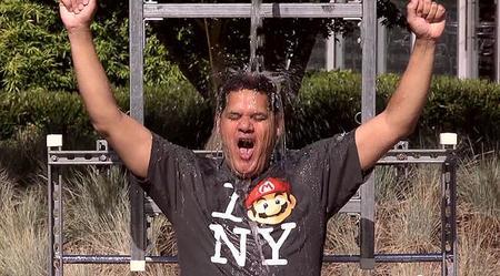 Reggie Fils-Aime no podía faltar a su cita con el cubo de agua fría para combatir la ELA
