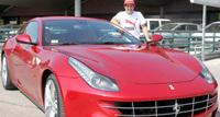 Fernando Alonso recibe su propio Ferrari FF