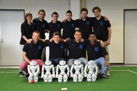 Este vídeo nos enseña cómo se entrenan los robots futbolistas que quieren ganar el Mundial