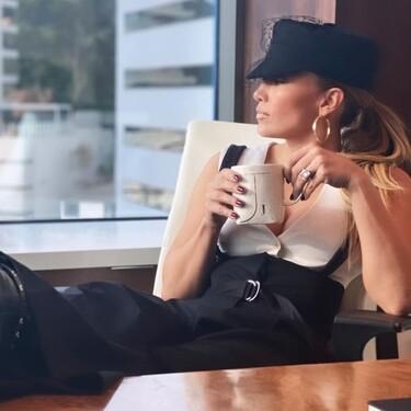 Jennifer Lopez recupera un look de los 2000 y nos contagia las ganas de volver a llevar botas militares con taconazo