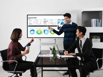 Samsung Flip WM55H llega a España: la pizarra interactiva de 55 pulgadas centrada en el trabajo en grupo amplía fronteras