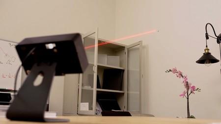 Cazar mosquitos con rayos láser, ¿una idea genial o un invento absurdo?