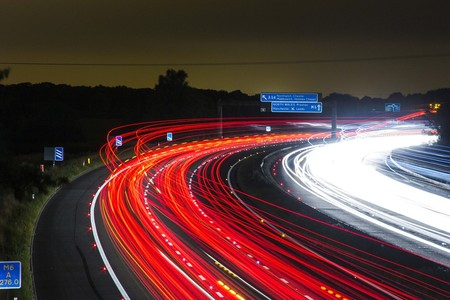 El riesgo de demencia aumenta si vives rodeado de tráfico
