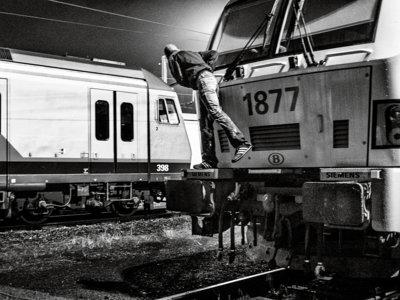 """""""Guerreros urbanos"""", el mundo de los grafiteros visto por el fotógrafo Jeosm y el escritor Arturo Pérez-Reverte"""