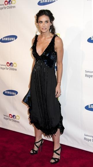 Duelo de estilos: maduras en la cumbre, o Demi Moore vs Jennifer López