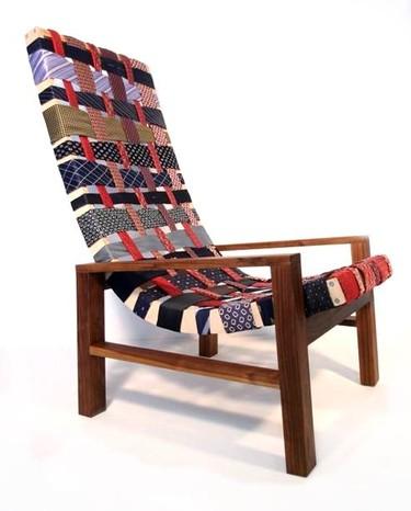 Un-Tie Chair, tapizando con corbatas