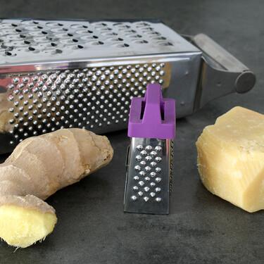 Limpiar el rallador es una tortura: cómo usarlo con queso, jengibre o cítricos para no mancharlo