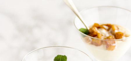 Mousse de coco con piña estofada. Receta para llevar mejor esta calurosa primavera