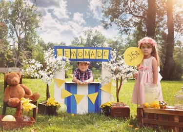 Lo que tus hijos pueden aprender de la vida con un puesto de limonada