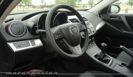 Mazda3 1.6 CRTD 115 cv volante y pomo de la palanca de cambio de cuero