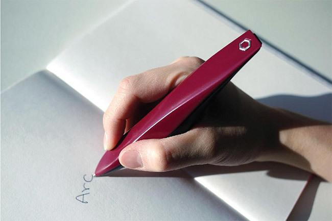 Un Lapicero para que los enfermos de Parkinson puedan escribir
