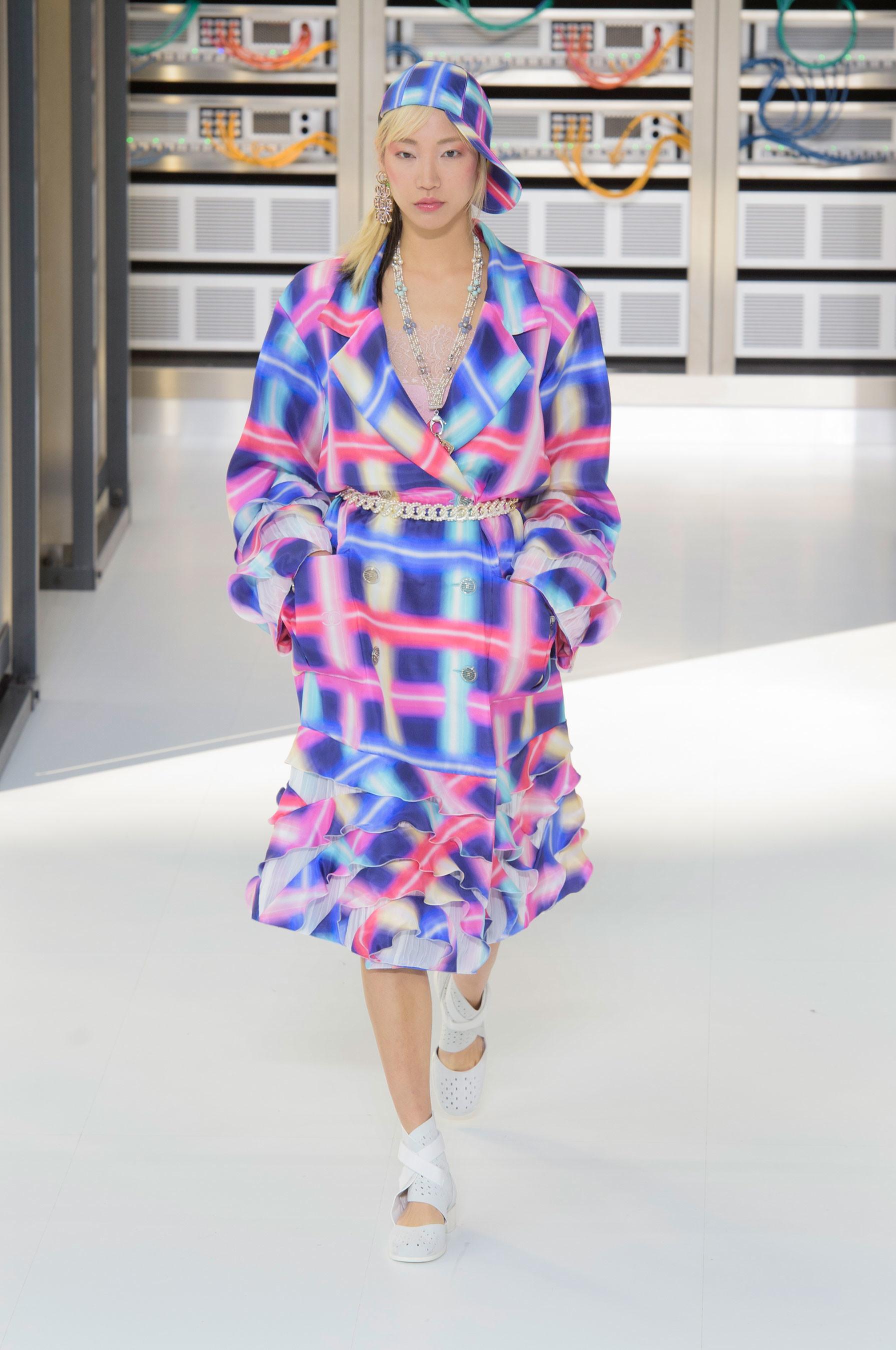 Foto de El regreso al futuro de Chanel en su colección Primavera-Verano 2017 (57/96)
