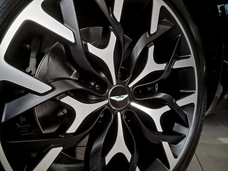 Aston Martin Dbx Llanta
