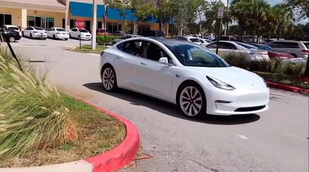 Europa podría estar considerando relajar su legislación en torno al coche autónomo ante las peticiones de Tesla