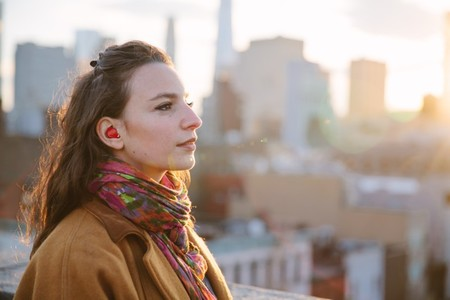 Viajar se convertirá en una experiencia aún mejor gracias a este auricular que nos hará de traductor simultáneo