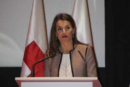 Doña Letizia aburre con el traje elegido en el Día Mundial de la Cruz Roja
