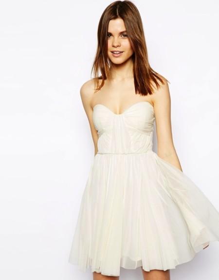 Vestido escote corazón color crema