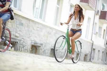 En bici por la ciudad: estas son las normas de circulación que debes seguir