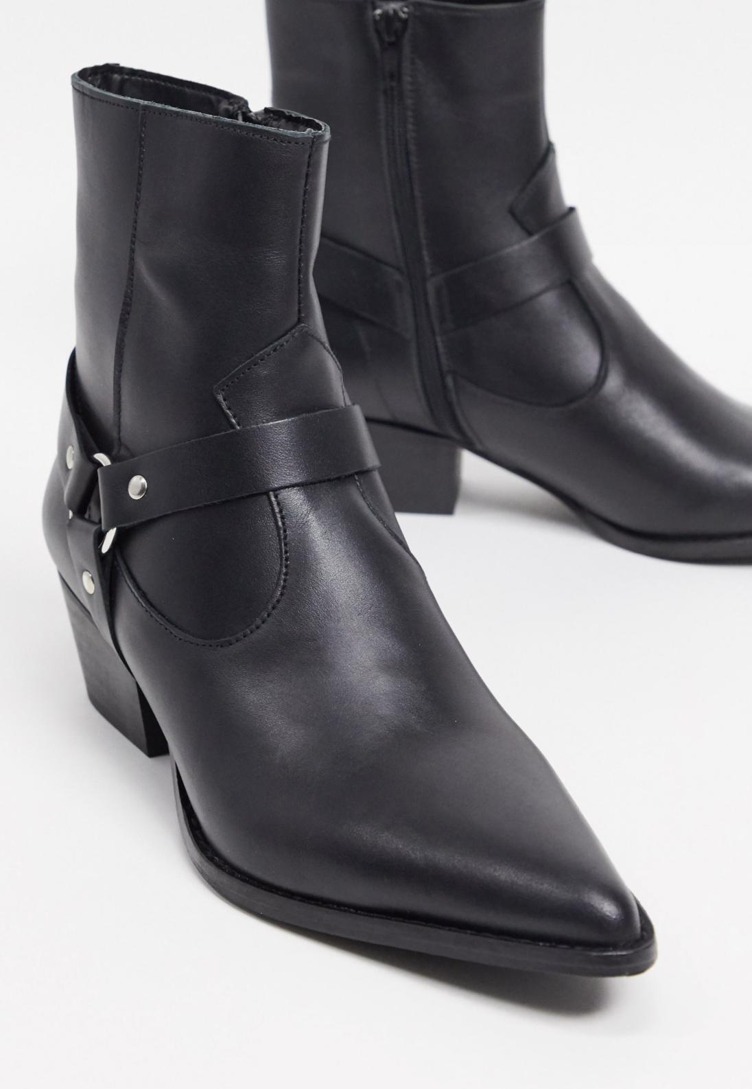 Botas estilo western de cuero con detalle de arnés en negro de Depp
