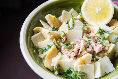 Ensalada de cuscús con alcachofas, parmesano y atún en aceite Isabel