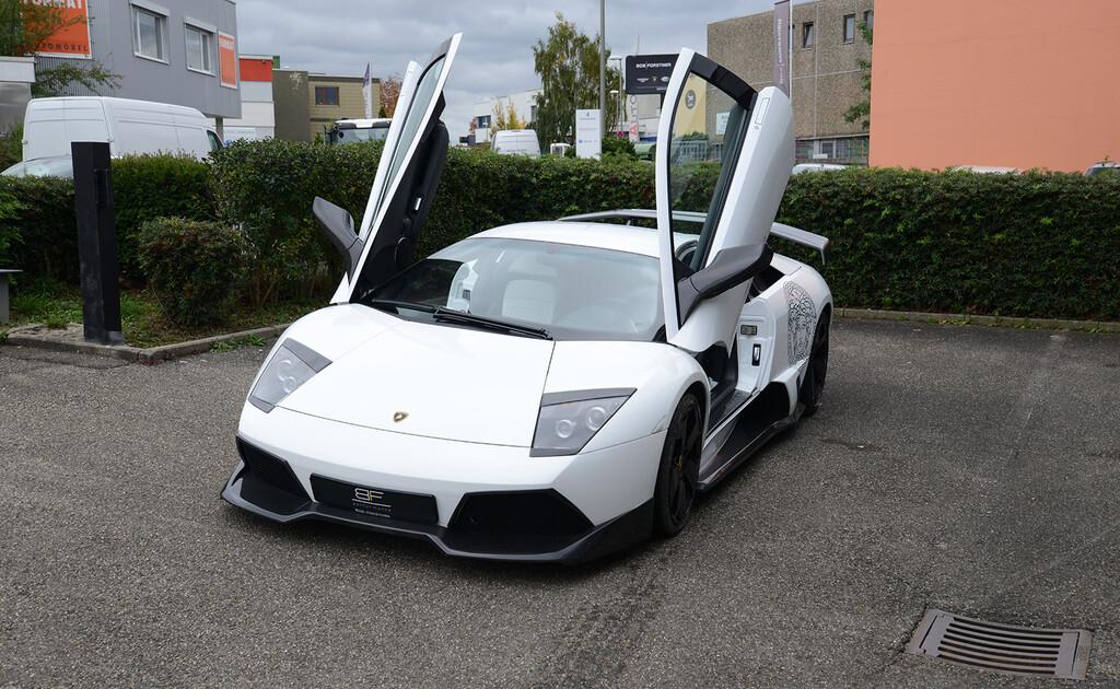 Este Lamborghini Murciélago Versace es uno de los 20 fabricados y sus 680 CV están buscando garaje