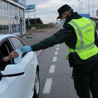 Cuándo hay que llevar mascarilla en el coche y el (casi improbable) caso en el que te podrían multar por ello