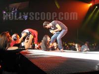 Enrique Iglesias escapa en pleno concierto