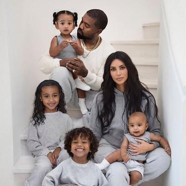 Llega la Navidad y con ella la felicitación (esta vez en chándal) de Kim Kardashian y su familia