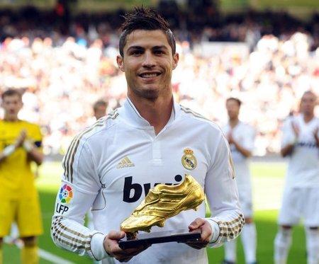 Cristiano Ronaldo, más feliz que un niño con botas nuevas (normal, si son de oro...)