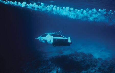 Los coches más raros de James Bond: del Renault 11 partido por la mitad hasta coches voladores o anfibios