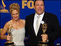 Se anuncian los presentadores de los Emmy