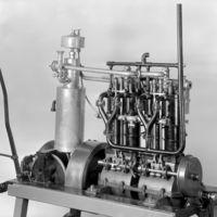 El primer motor de cuatro cilindros en el mundo cumple 130 años