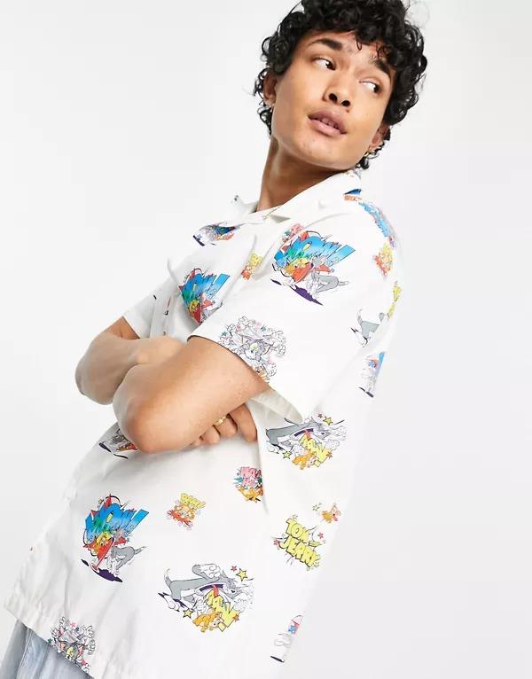 Camisa blanco hueso holgada con cuello de solapas Tom & Jerry de ASOS DESIGN