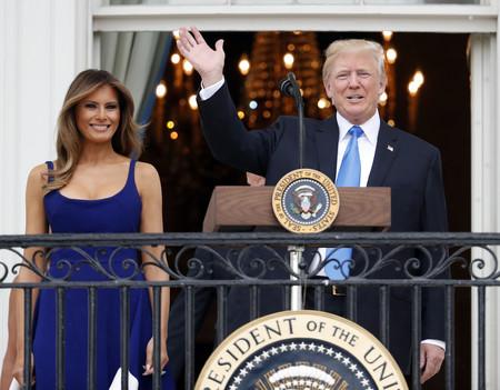 Melania Trump confía en el color azul para celebrar el Día de la Independencia (y su vestido es lo más)