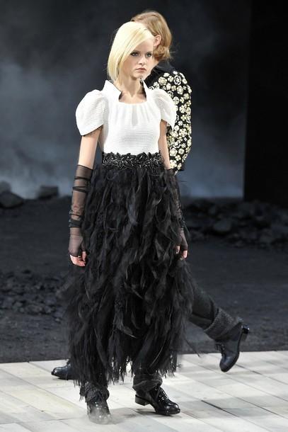 Foto de Chanel Otoño-Invierno 2011/2012 en la Semana de la Moda de París: el Apocalipsis de Karl Lagerfeld (12/17)