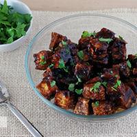 Tofu crujiente al horno con salsa de soja y miel Receta saludable